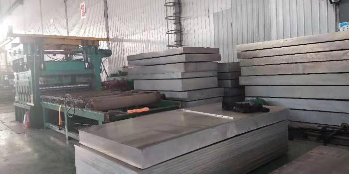 6061合金铝板打孔时出现毛刺的原因_风雷益铝业